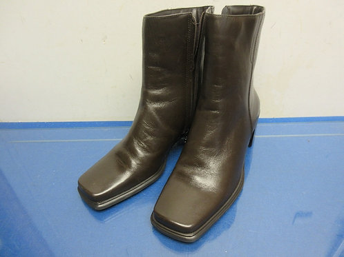 Jackie O. Ladies brown leather upper shoe boot - size 8.5 - new
