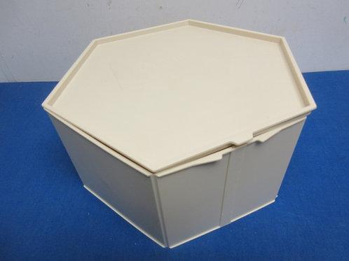 Piatto 2 tier hexagon folding bakery box