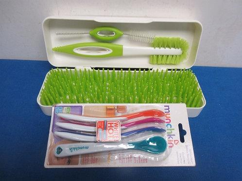 Boon Trip travel bottle drying kit in white case w/munchkin soft tip spoon set-
