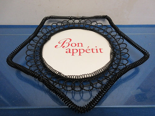 Star shaped black metal tray with bon appetiti on base