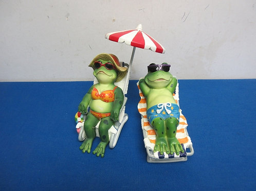 """Pair of frogs in beach chairs in beach chairs, 6"""" tall"""