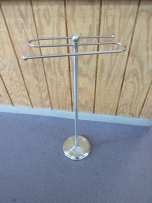 Chrome floor standing towl rack - holds 2 towels