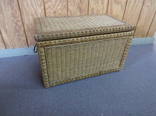 Pier 1 heavy duty wicker storage chest with safety closing hinge