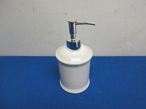 White ceramic soap pumper