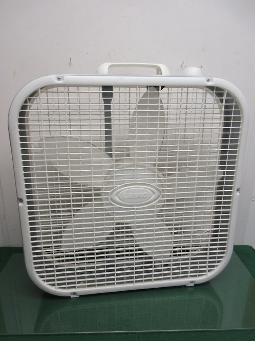 Lasko box fan - white - 20x20