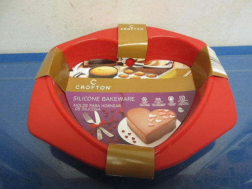 Crofton red silicone heart shaped bakeware-brand new