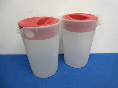 Pair of rubbermaid 1 gallon plastic pitchers
