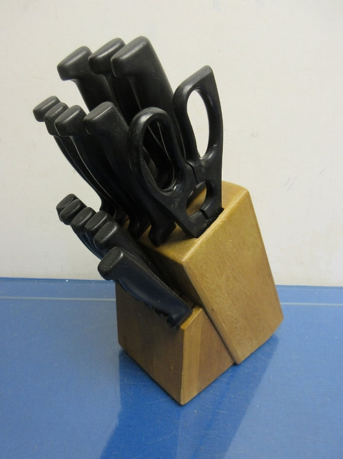Wood knife block with 13 knives and scissors