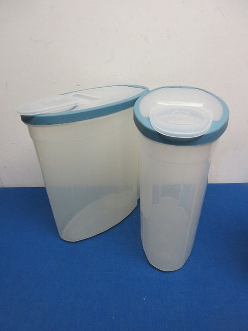 Pair of rubbermaid large cereal storage containers