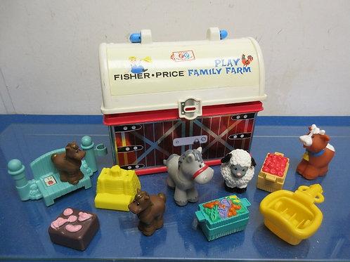 Fisher Price Little People barn storage bin with 5 animals & accessories
