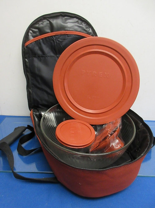Covered round Pyrex bowl with orange carry tote and cold pack