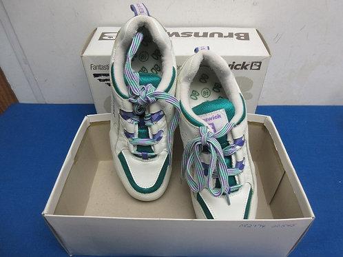 Brunswick size 8.5 ladies bowling shoes