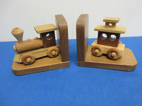 Train shaped wood bookends - engine and caboose