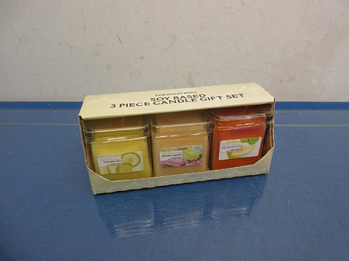 Soy based 3 pc candle gift set, new in pkg