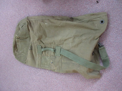 Vintage US Army duffle bag, army green, one strap