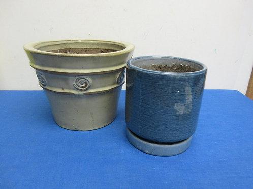 Two round ceramic flower pots