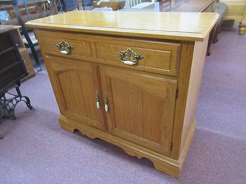 Virginia House oak server with 2 lower doors and top drawer w/silverware organiz