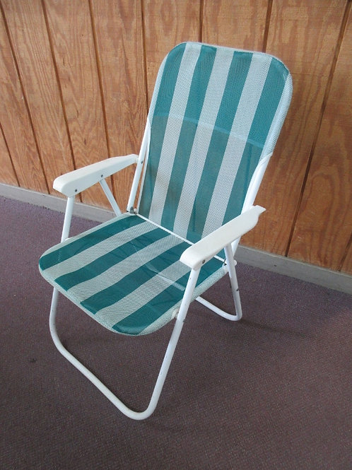 Nylon mesh low beach chair that adjusts to recline