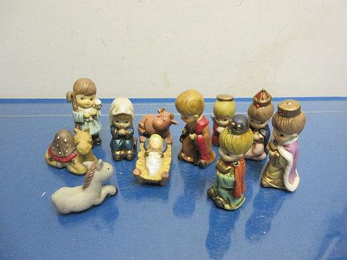 Set of 11 small nativity statues