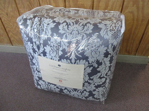 Northern Nights 7pc reversible comforter set, gray/silver-Queen-Brand New