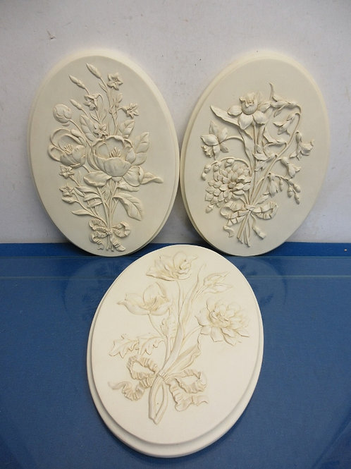 Set of 3 ivory heavy molded oval wall plaques each w/dimensional flowers, 7x10