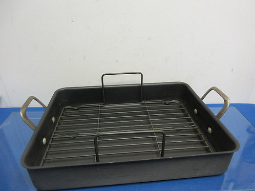 Calphalon rectangular non stick roasting pan with lift out rack
