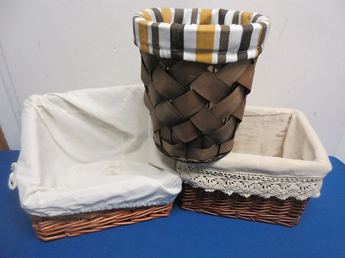 Set of 3 assorted size baskets with cloth liners