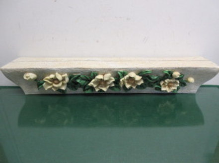 "Resin floating plate shelf with dimensional flowers on front, 23"" long"
