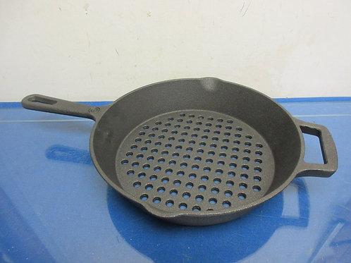 Cooks Essential round die cast iron grill pan
