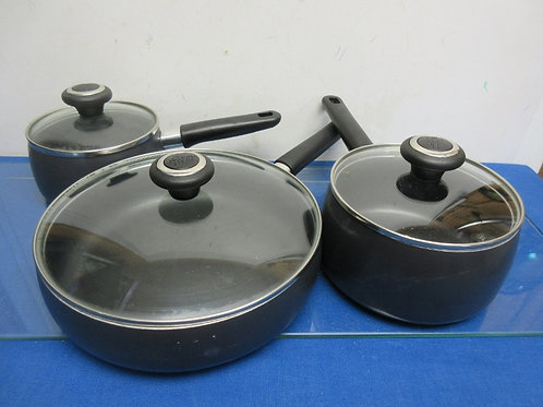 Stainless 5pc cookware, 2 small saucepans with lids and stainless insert to melt
