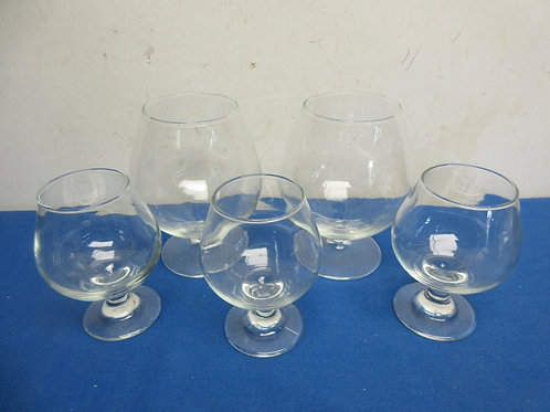 Set of 5 brandy sniffters, 2 large and 3 small
