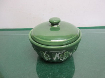 Furio green round ceramic keepsake container with lid
