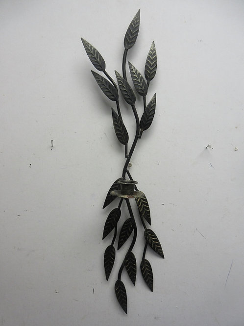 Metal candle wall sconce with leaf design