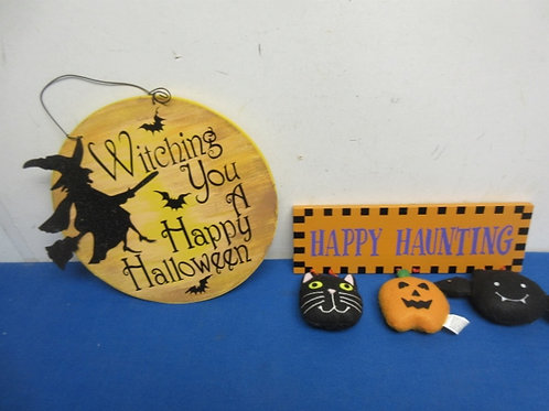 Pair of Halloween wooden wall signs