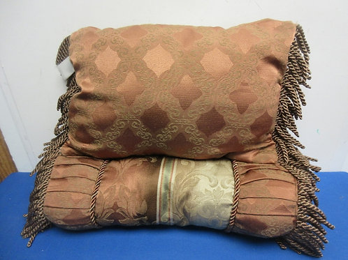 Pair of beige&rust sofa pillows with fringe