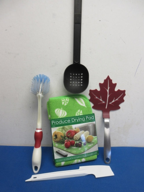 Set of 4 various kitchen utensils and cloth produce drying mat