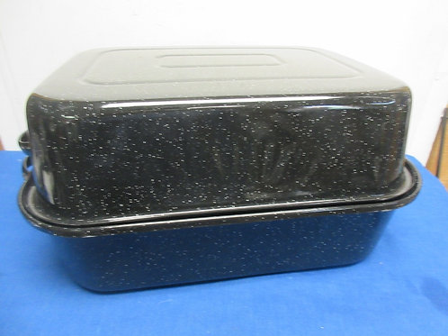 Large rectangular black enamel coated metal roasting pan with lid, like new