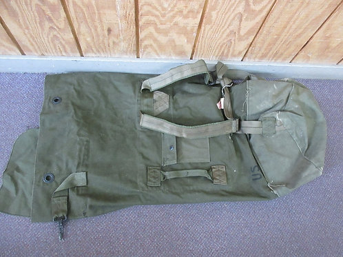 Vintage US Army duffle bag style backpack, army gree