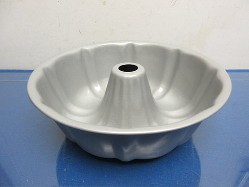 Silver non stick bundt pan
