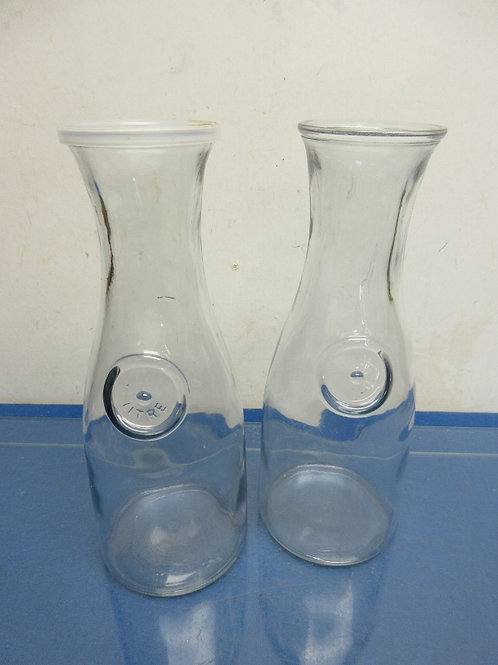 Set of 2 glass wine carafes - includes one plastic lid