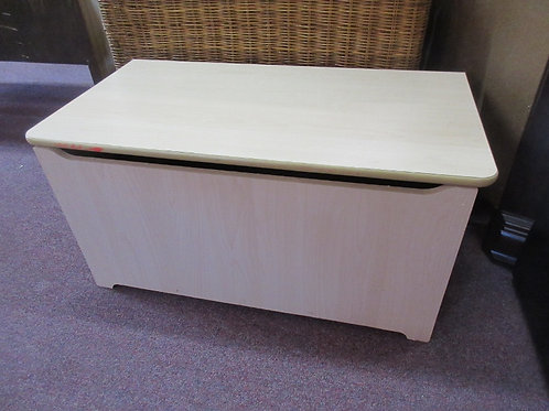 Natural tone bench/toy box with optional safety hindge