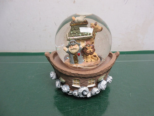 Glitter globe of Noah's Ark, musical wind up