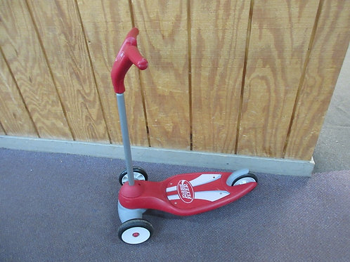 Radio Flyer 3 wheel scooter - red - some wear
