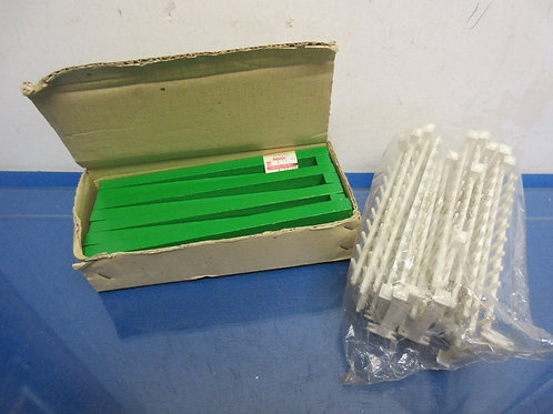 Some assorted fencing for under the tree displays, 15 white and box of green