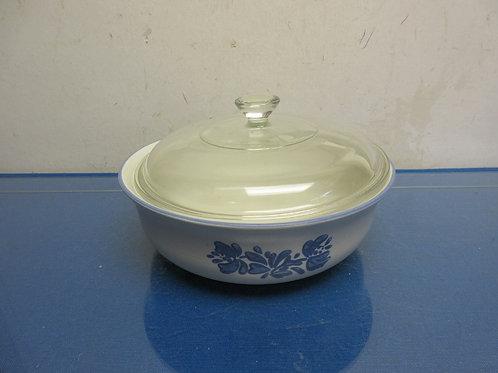 Pfaltzgraff round baker with glass lid-Yorktowne-blue & gray