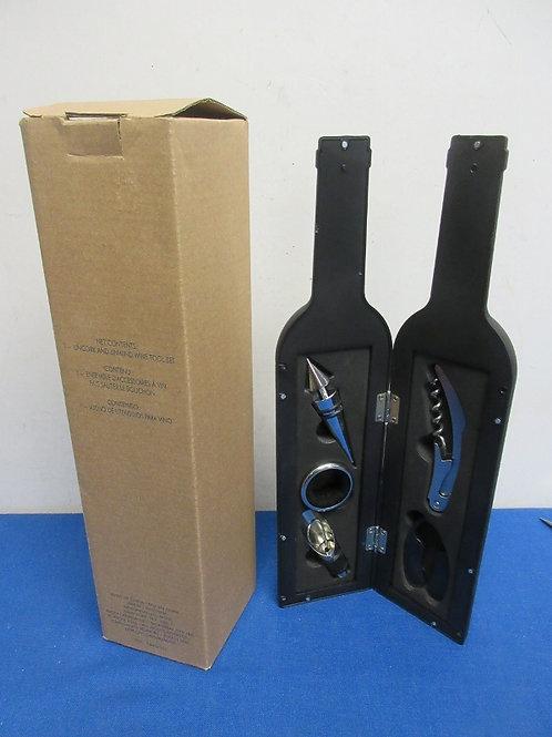 Avon wine bottle shaped wine bottle opener set - new in box