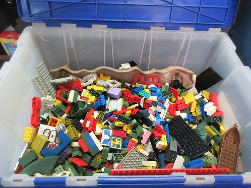 Large quantity of vintage Ledg blocks, over 2,200 blocks plus 8 boards