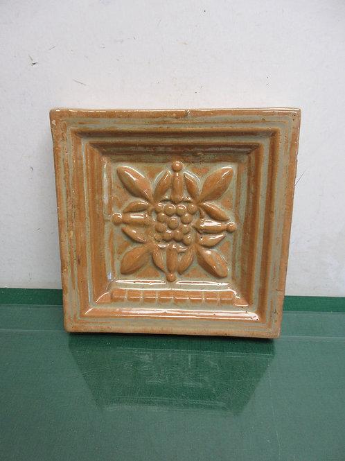 Decorative glazed dimensional pottery casting, 9x9