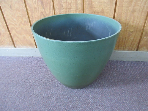 "X-large green heavy plastic planter pot 17""diameter x 14"" high"