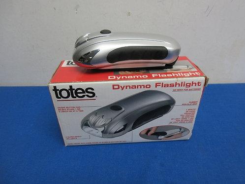 Totes dynamo flashlight, no batteries needed